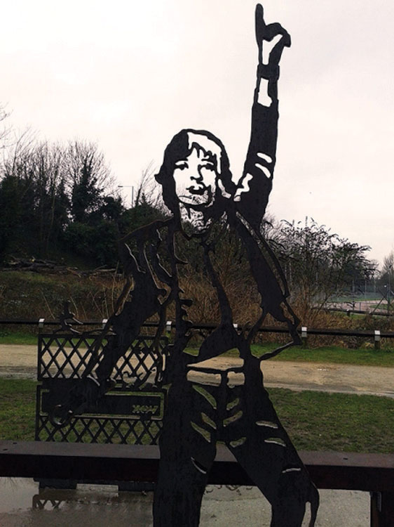 Int-News-statue-1
